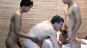 Pinoy twink spitroasting daddy in three way