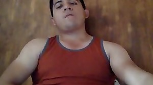 CHICO LATINO SE JALA LA VERGA EN WEBCAM