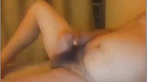 Macho de 35 a se masturba en la webcam