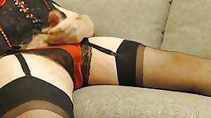 Amature CD cumming in basque and stockings