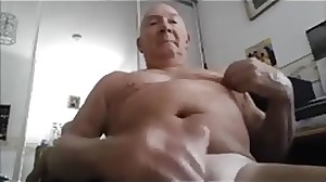 beautiful daddy play and cum -